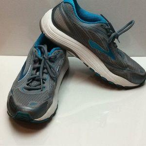 Brooks DNA walking athletic shoe